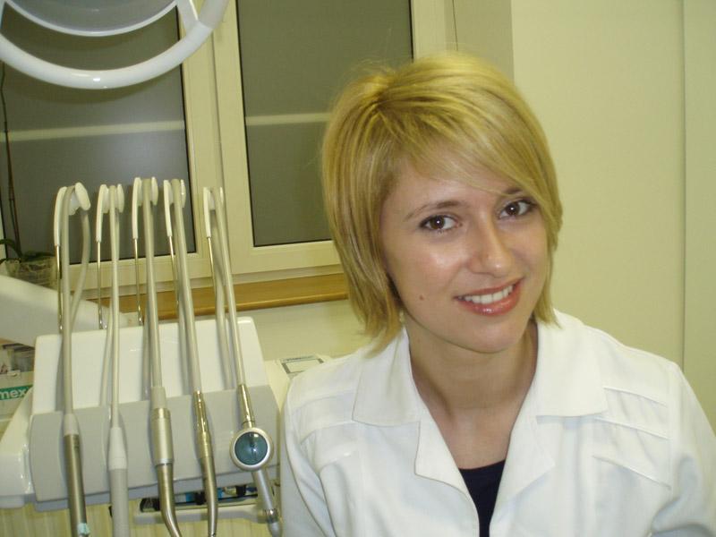 Dr Aneta Stangel
