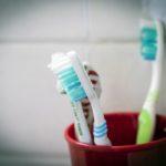 Czym kierować się przy wyborze szczoteczki do zębów?
